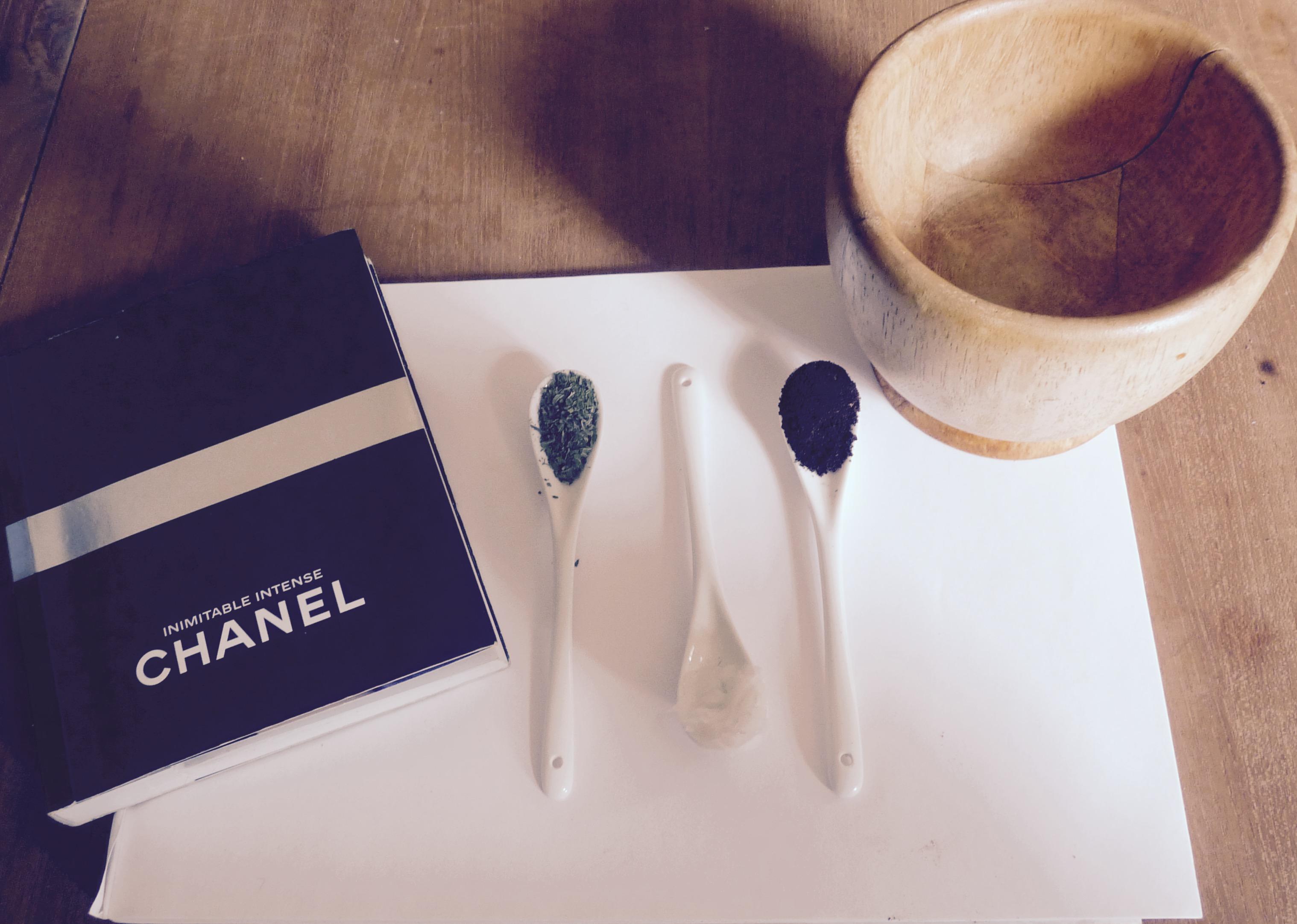 DIY: Lipscrub! Vollere zachte lippen? Maak je eigen lipscrub van koffie, munt en cocosolie.