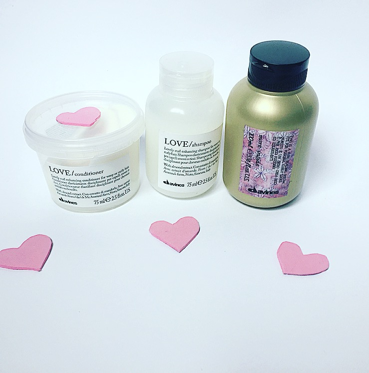 Voor de krullenbollen, pluisjes en girls met slag in het haar! Review: Davines Essential Haircare Love Curl Shampoo en conditioner en Davines More Inside Curl Bulding Serum