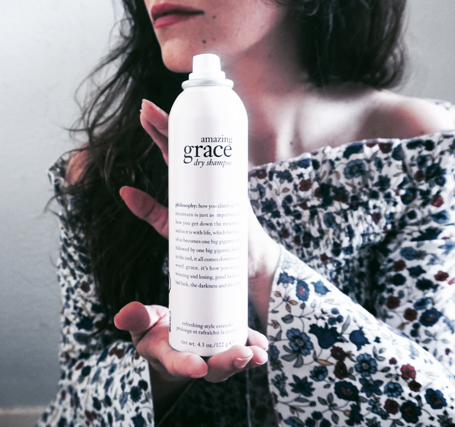 Waarom zou je minder vaak je haar wassen en hoe blijft je haar toch fris? Review: Philosophy Amazing Grace Dry Shampoo