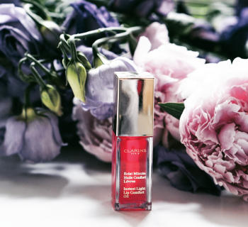 Een lipgloss die niet plakt? Review: Clarins Huile Confort Levres